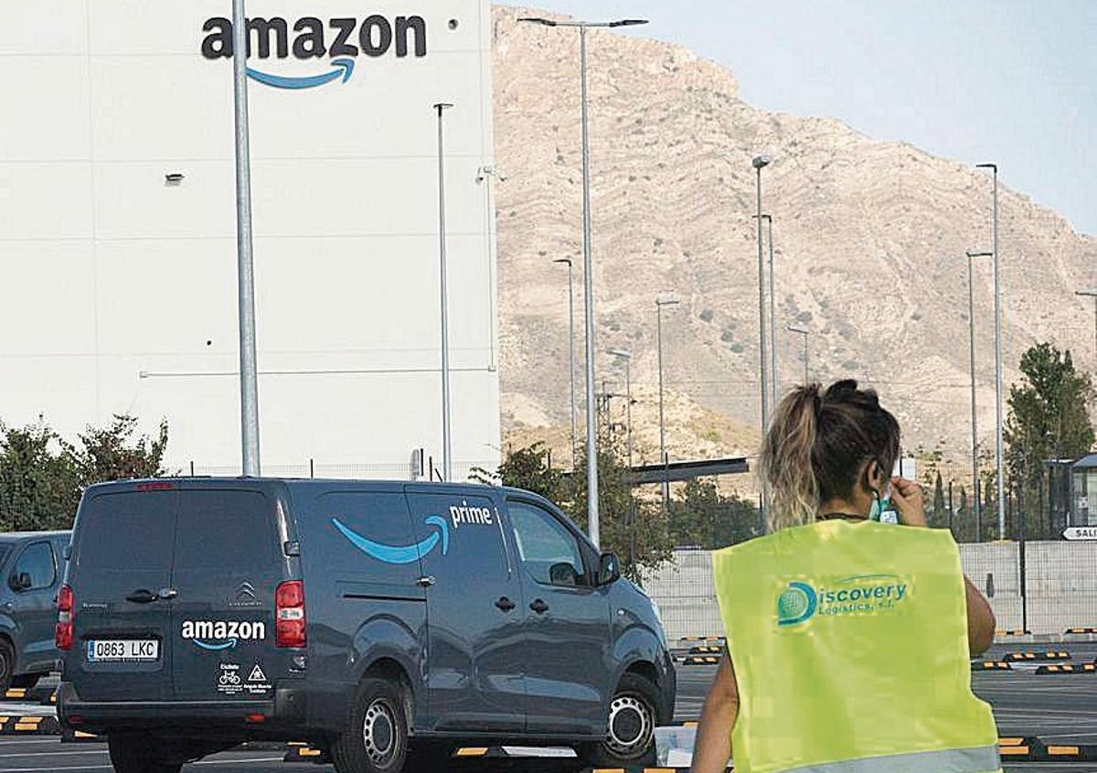 Imagen del centro logístico de Amazon en Alicante.