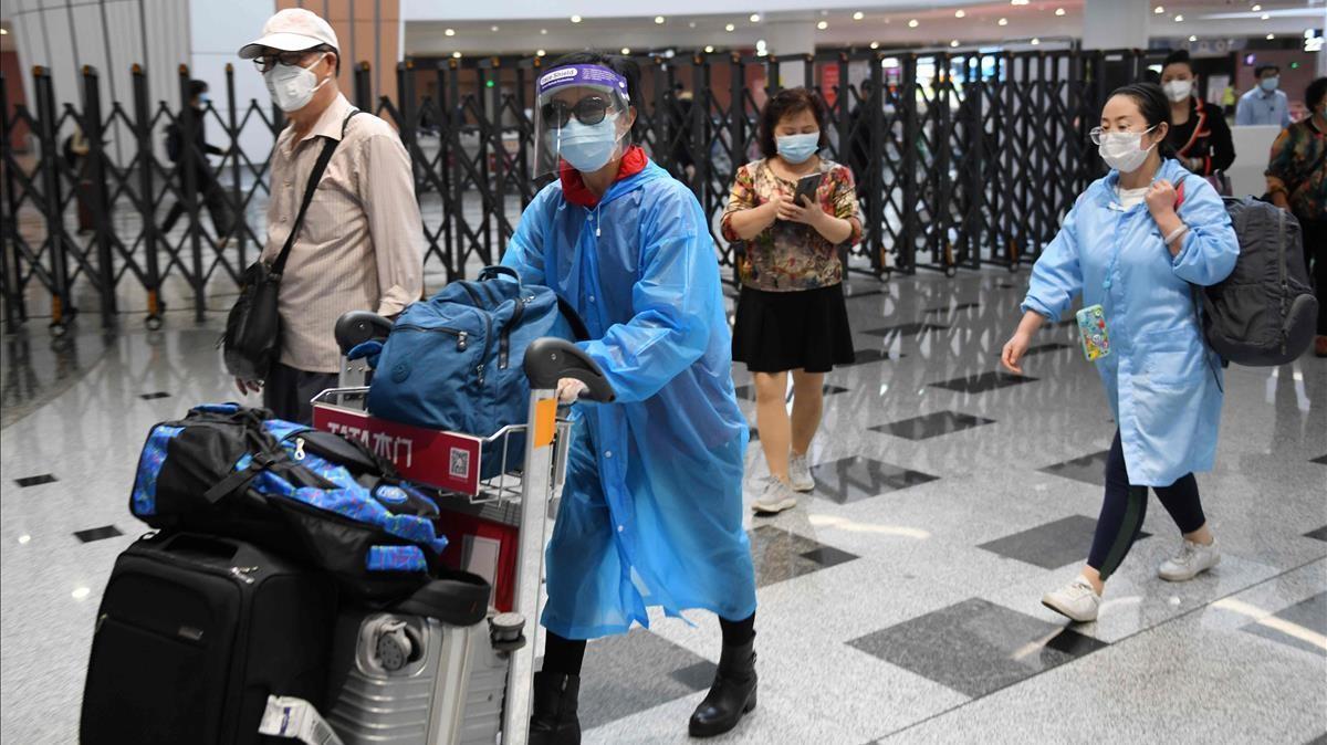 Pasajeros en el aeropuerto de Daxing, en Pekín