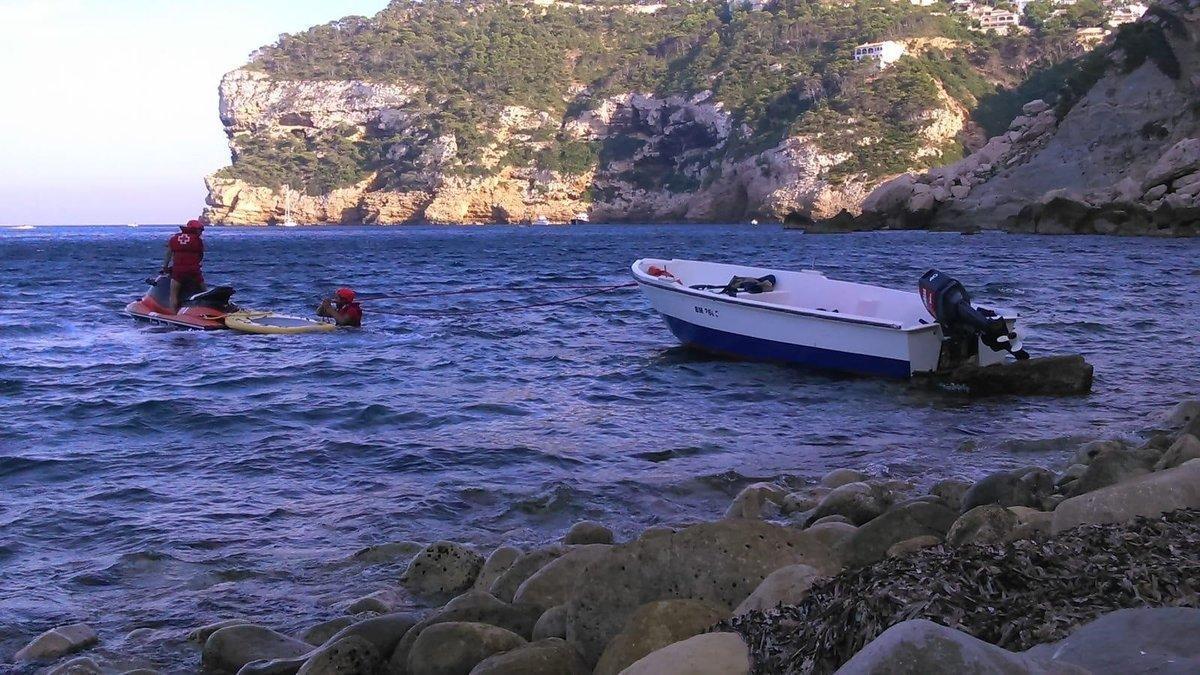 01/09/2019 Patera en la cala de Portitxol de Xàbia (Alicante)