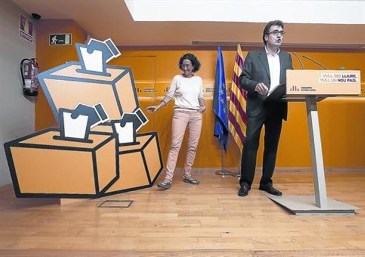 Los dirigentes de ERC presentan, ayer, la campaña por el sí-sí.