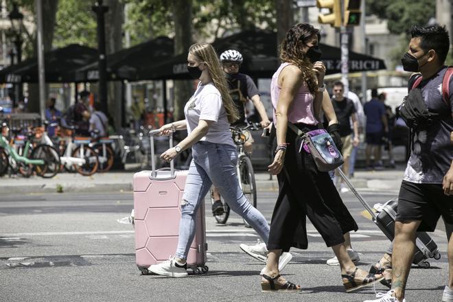 Los pisos compartidos con turistas en Barcelona afrontan un verano de limbo legal