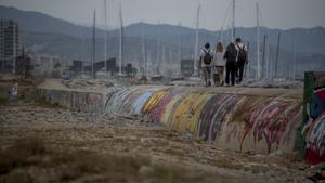 Veïns del Besòs demanen descontaminar les platges tancades de Sant Adrià i Badalona