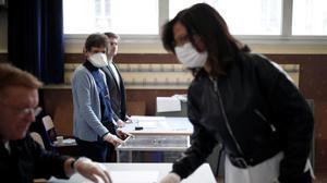Votaciones en un colegio electoral de París, el pasado 15 de marzo.