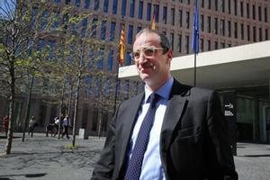 El exteniente de alcalde de Barcelona de CiU Antoni Vives a la salida de la Ciutat de la Justícia.