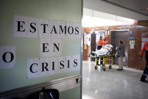 Reivindicación 8Cartel de protesta contra los recortes en el sector sanitario, en un pasillo del Hospital Vall d'Hebron.