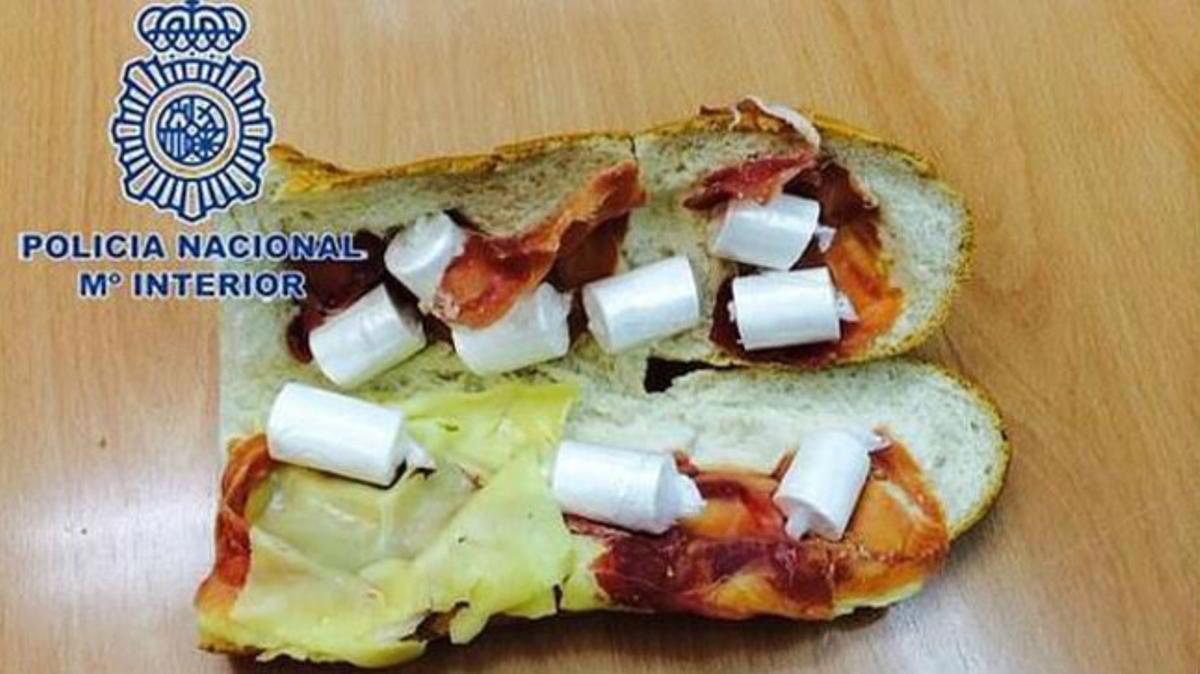 El bocata de jamón, queso y cápsulas de cocaína.