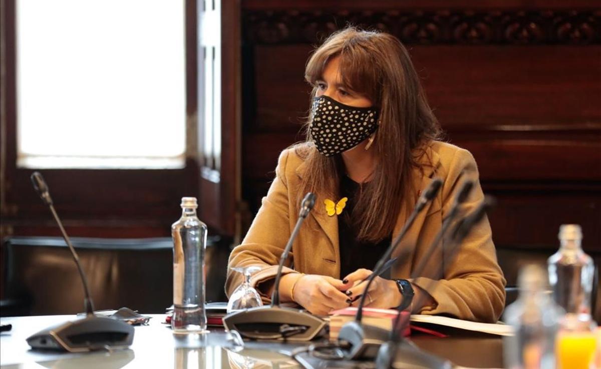Laura Borràs presidiendo la Mesa antes de comenzar el pleno de investidura.