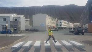 El municipio de Ísafjaroarbaer ha instalado un paso de cebra 3D para reducir los accidentes en el casco urbano.