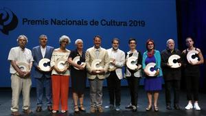 Foto de familia de los premiados con el Nacional de Cultura.