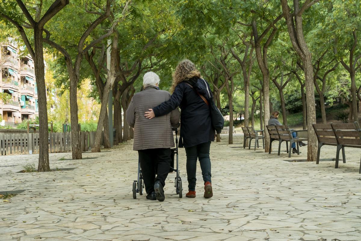 Llamadas a setenta mil personas mayores de Barcelona para ofrecerles apoyo y ayuda