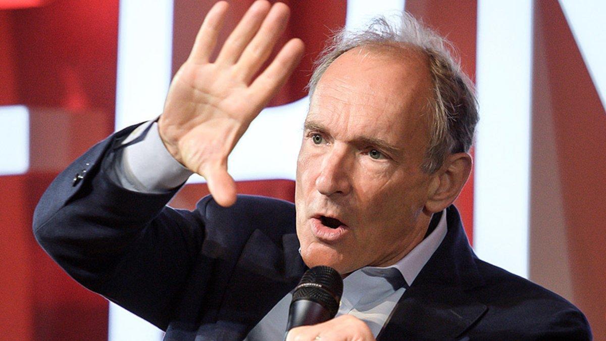 Tim Berners-Lee, durante un discurso en el CERN con motivo del 30º aniversario de la Web.