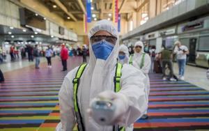 Personal médico trabajando para frenar el avance del coronavirus.