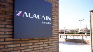 Letrero a la entrada de Zalacaín.
