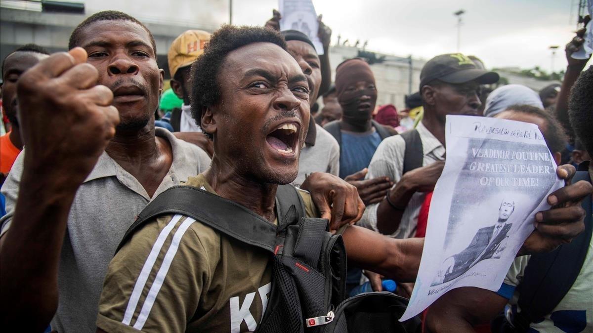 Manifestantes protesan en Puerto Príncipe, capital de Haití.