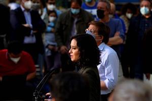 Isabel Diaz Ayuso junto con elAlcalde de Madrid Jose Luis Martinez-Almeida durante un acto de precampaña esta tarde en Madrid.