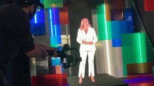 Blanca Sorigué aparece en holograma en la presentación del foro Bnew.