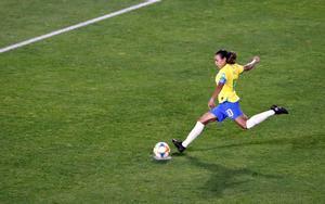 Marta anota el penalti decisivo ante Italia, el martes, en Valenciennes.
