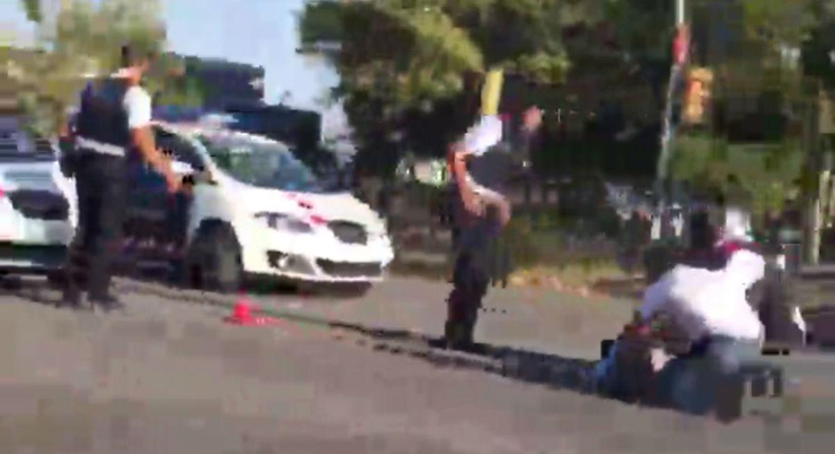 Una agente herida en la Diagonal
