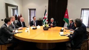 Reunión del rey Abdullah y Kushner en el palacio real de Jordania.