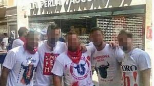 Fotografía de la pandillade amigos conocidacomo la Manada, acusados de una violación múltiple durante el San Fermín del 2016.