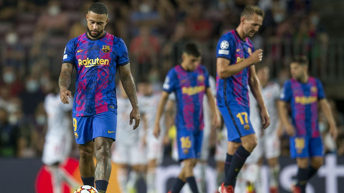 Memphis, Luuk de Jong y Pedri cabizbajos tras encajar el segundo gol