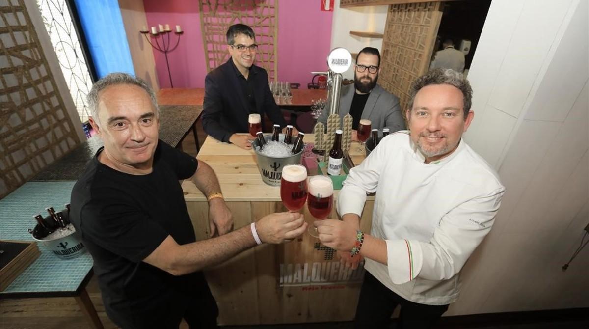 Los hermanos Ferran y Albert Adrià acompañados por el sumiller Ferran Centellesy el barman Marc Álvarez.