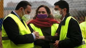 GRAFCAT5833  BARCELONA (ESPANA)  11 12 2020 -El ministro de Transportes  Jose Luis Abalos (i)  junto a la alcaldesa de Barcelona  Ada Colau (i) y el conseller de Territorio  Damia Calvet (d) en la estacion de La Sagrera donde ha supervisado las obras que desarrolla Adif y desde donde ha presentado esta manana el plan de Cercanias de Cataluna para el periodo 2020-30 en el que el Gobierno invertira 6 345 92 millones de euros en Cercanias de Cataluna en el periodo 2020-2030  de los cuales 4 622 39 millones corresponden a actuaciones de caracter inmediato  EFE  Quique Garcia