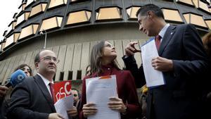Miquel Iceta, Inés Arrimadas y Xavier García Albiol, durante la presentación de un recurso de amparo ante el Tribunal Constitucional en el 2017.