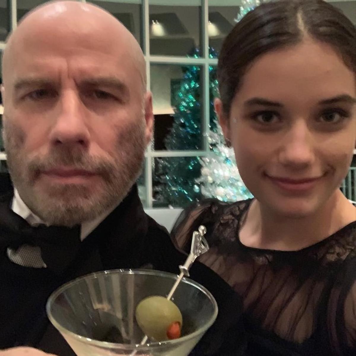 John Travolta, recién rapado, y su hija.