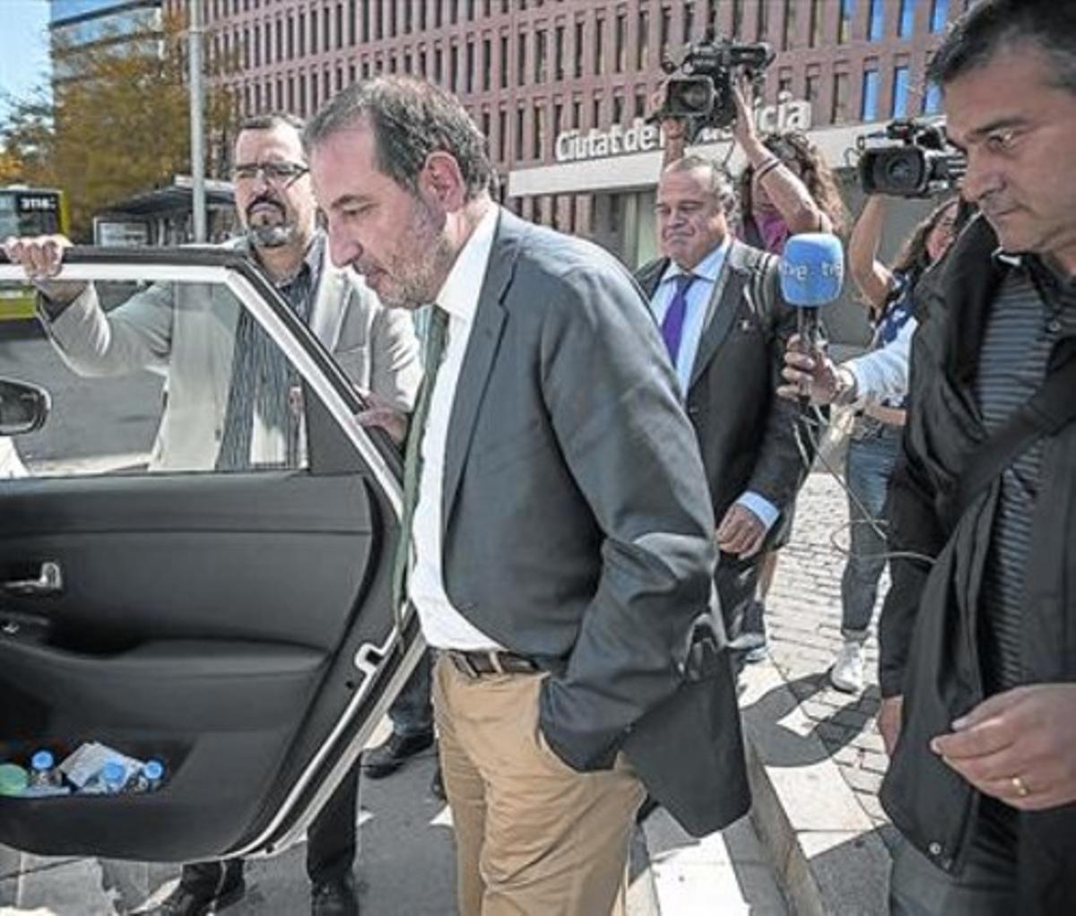 DECLARACIÓN JUDICIALRamon Espadaler, a su salida de la Ciutat de la Justícia, donde declaró ayer sobre la fortuna de Jordi Pujol Ferrusola.