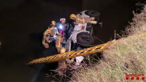 Mor un home al caure el seu cotxe a un canal del Prat