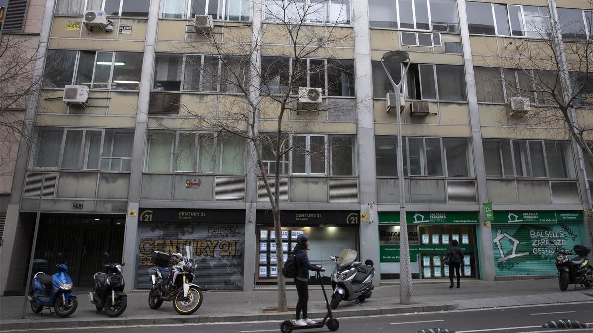 Creix l'ús de locals i oficines com a vivendes sense cèdula d'habitabilitat a Barcelona