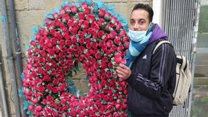 Amine le mandó una rosa a su madre a través de esta fotografía poco antes de morir.