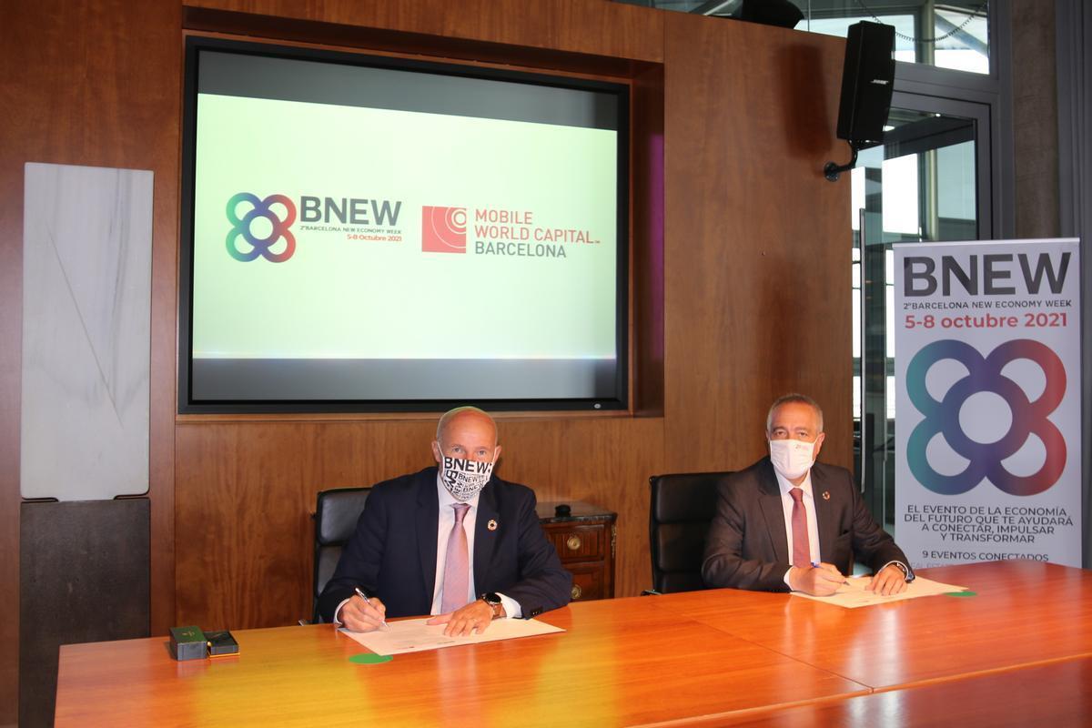 De izquierda a derecha, según la fotografía, Carlos Grau, CEO de Mobile World Capital Barcelona y Pere Navarro, delegado especial del Estado en el Consorci de la Zona Franca de Barcelona y presidente de BNEW.