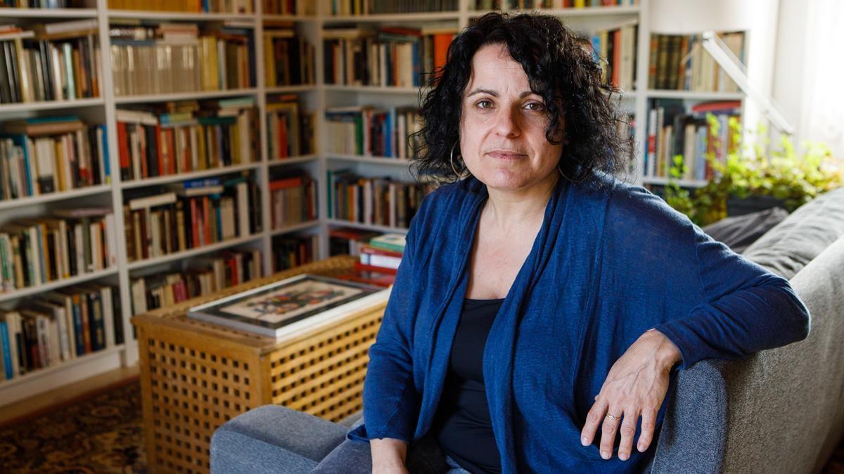 Núria Busquets, en su casa de Cardedeu.