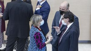 El líder del PSC, Salvador Illa, y la 'consellera' de Salut, Alba Vergès, en el Parlament.