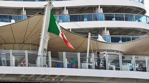 Un crucero atracado en Canarias, la única zona del mundo en estos momentos que mantiene los viajes turísticos en barco.