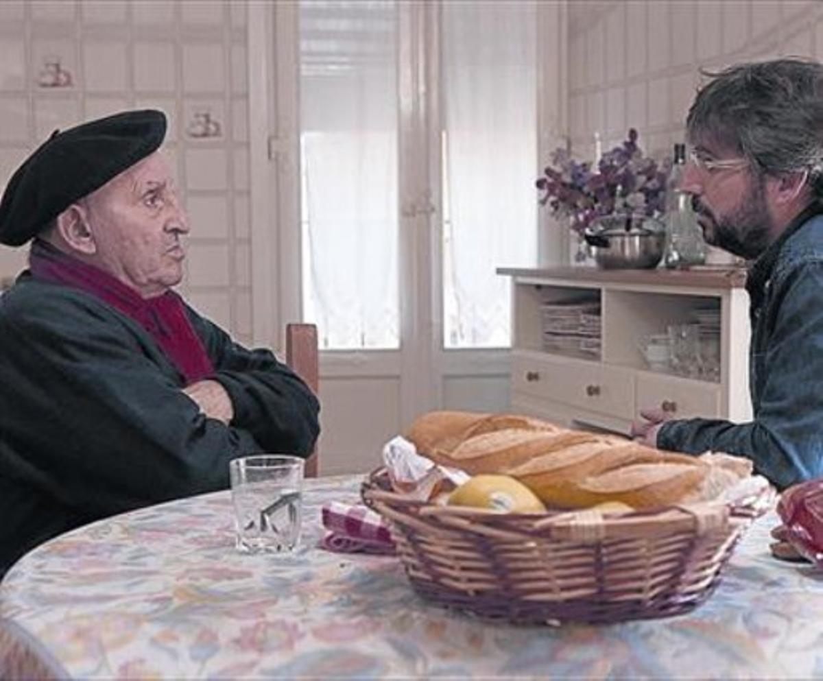Jordi Évole, con Lucio Uturbia, en el 'Salvados' de esta noche.