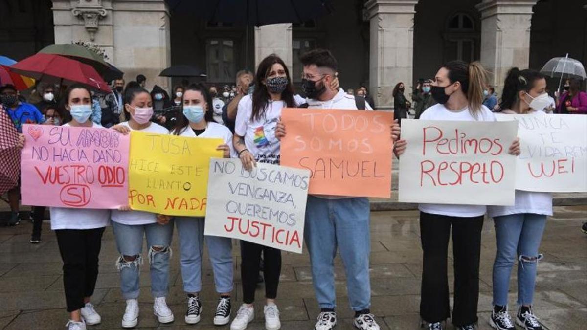Amigos de Samuel, durante la manifestación en A Coruña.