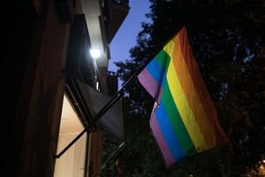 Una bandera LGTBI en el Gaiexample de Barcelona.