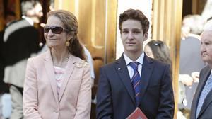 La Infanta Elena de Borbon y su hijo mayor, Felipe Juan Froilan de Marichalar.