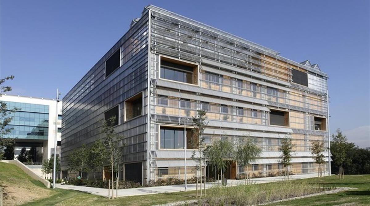 Inauguración del nuevo edificio conjunto para los institutos ICTA (tecnologia ambiental) e ICP (paleontología) en el campus de la Universitat Autònoma de Barcelona (UAB).