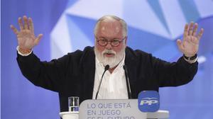 Miguel Arias Cañete (PP) durante el mitin de cierre de la campaña electoral para las europeas.