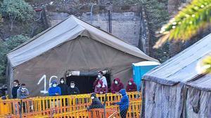 Inmigración en Canarias: Arguineguín vacío, Barranco Seco lleno