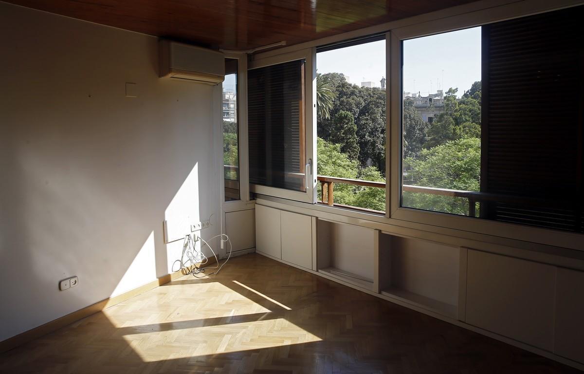 El piso está situado en la calle General Palanca de Valencia.