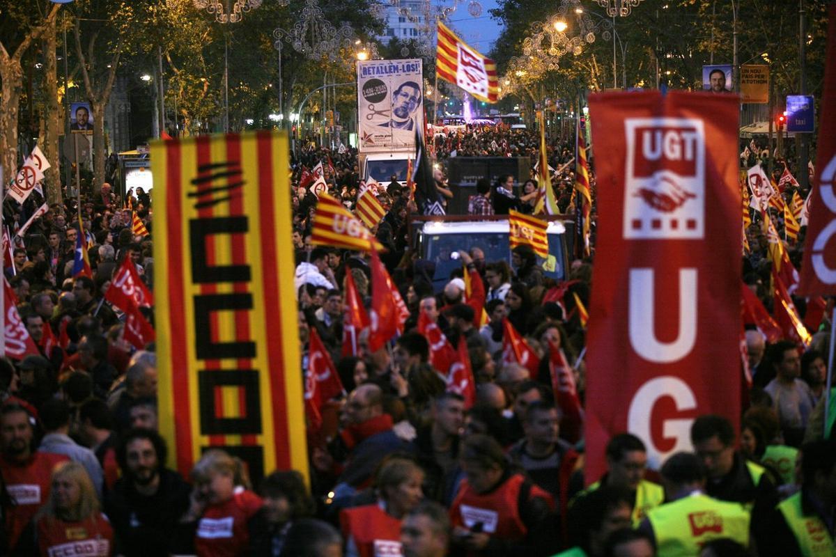 Imagen de archivo de la manifestación por Passeig de Gràcia durante la huelga general del 2012, convocada contra la reforma laboral del PP.