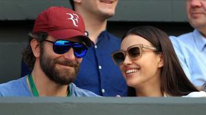 Una imagen de archivo de Bradley Cooper e Irina Shayk, en el torneo de Wimbledon, en julio del 2016.