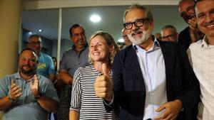 Àngel Larrosa celebra la victoria en las primarias.