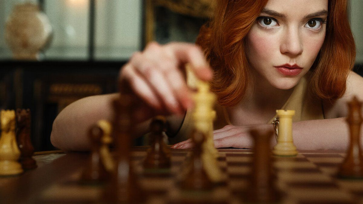 Anya Taylor Joy interpreta a la ajedrecista ficticia Beth Harmon.