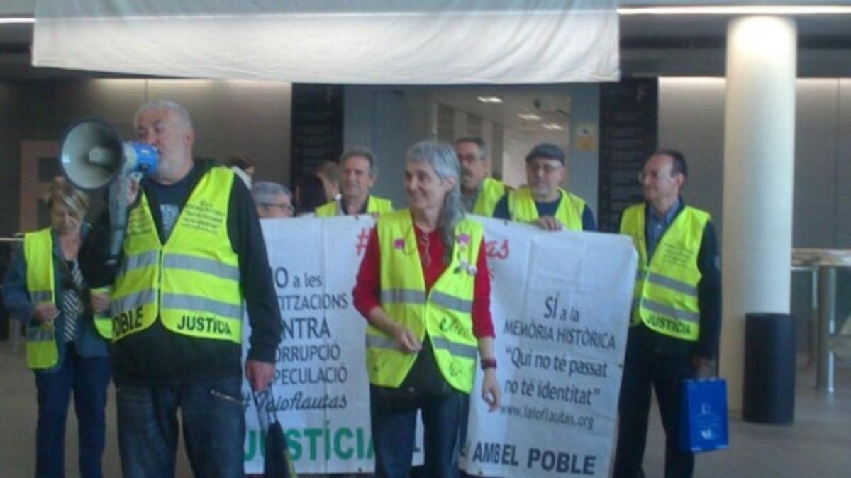 Algunos de los participantes en la protesta de este lunes.